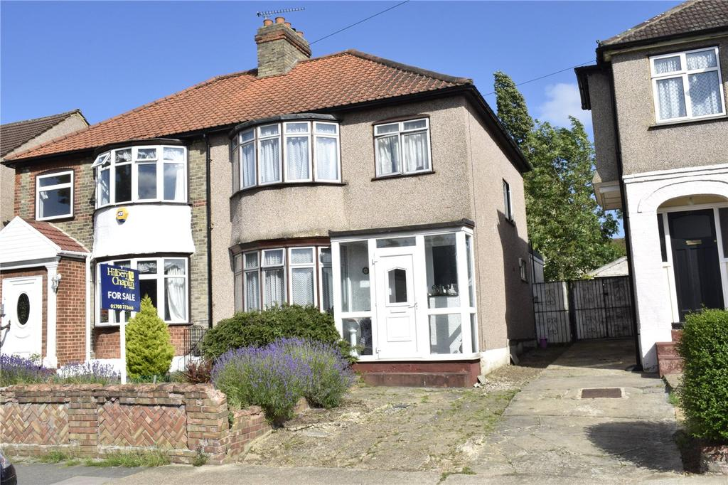 4 Bedrooms Semi Detached House for sale in Seymer Road, Romford, RM1