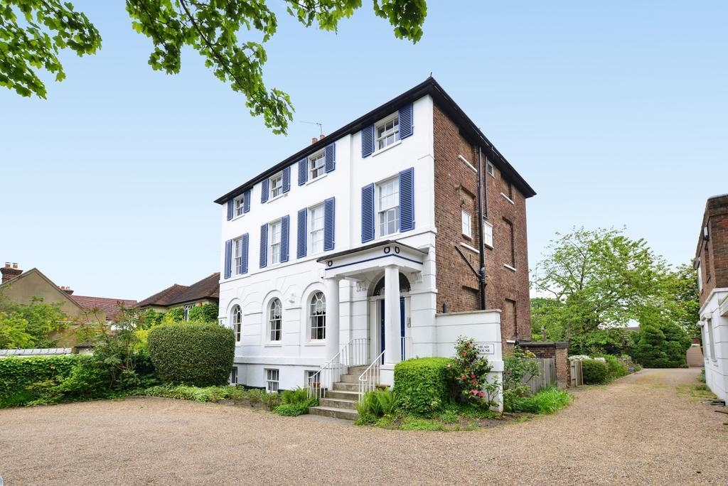 3 Bedrooms Apartment Flat for sale in Heathfield Lane Chislehurst BR7