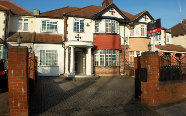 5 Bedrooms Terraced House for sale in Great West Road, Hounslow, TW5