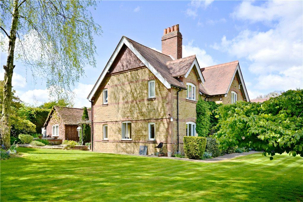 4 Bedrooms Unique Property for sale in Billing Lane, Overstone, Northamptonshire