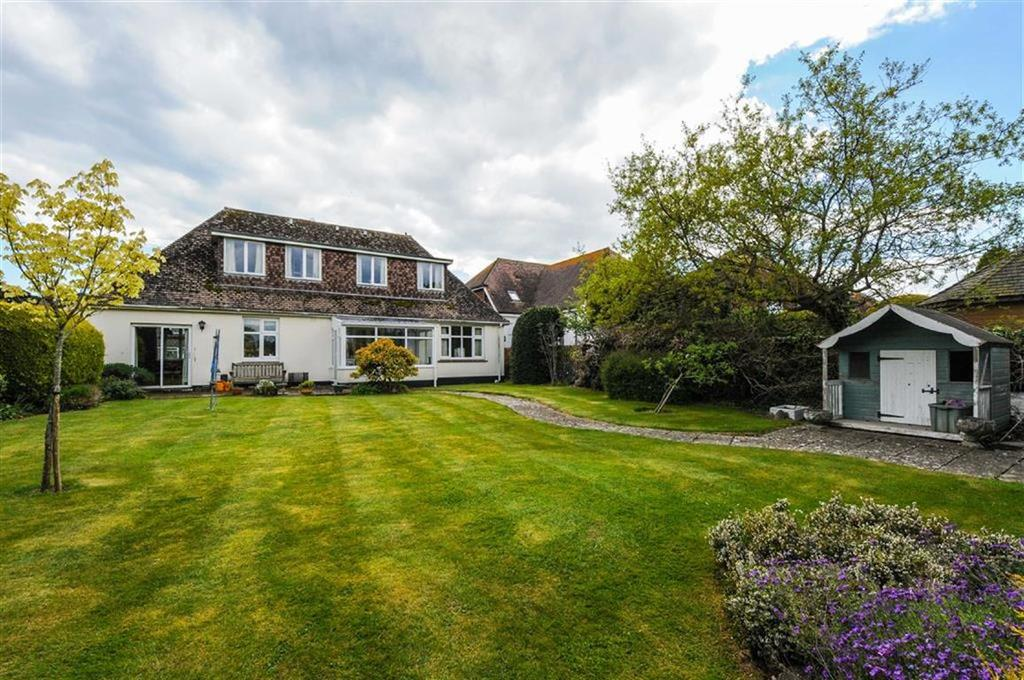 3 Bedrooms Detached Bungalow for sale in Wellsfield, West Wittering, West Sussex
