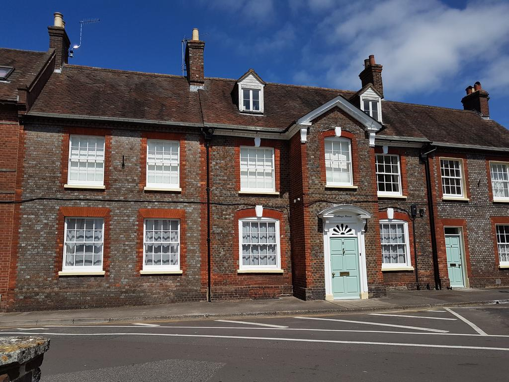 5 Bedrooms Town House for sale in 2 The Plocks, Blandford Forum DT11