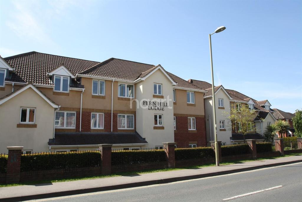 2 Bedrooms Flat for sale in Farnborough