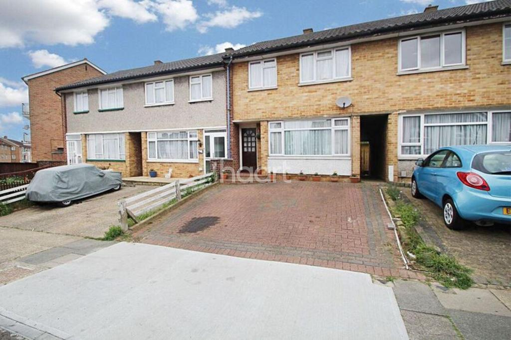 3 Bedrooms Terraced House for sale in Highfield Road, Collier Row, Romford
