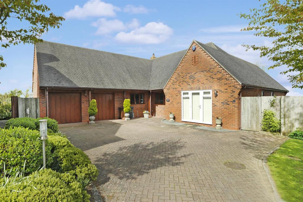 3 Bedrooms Detached Bungalow for sale in 4 Home Farm Close, East Farndon, Market Harborough