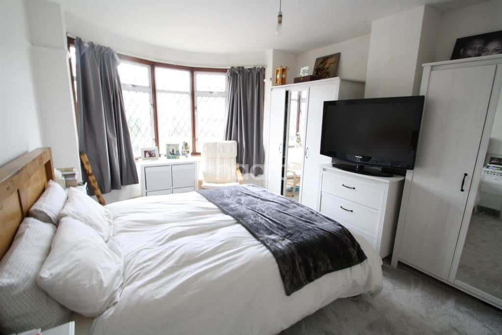 3 Bedrooms Detached House for sale in Kingswood