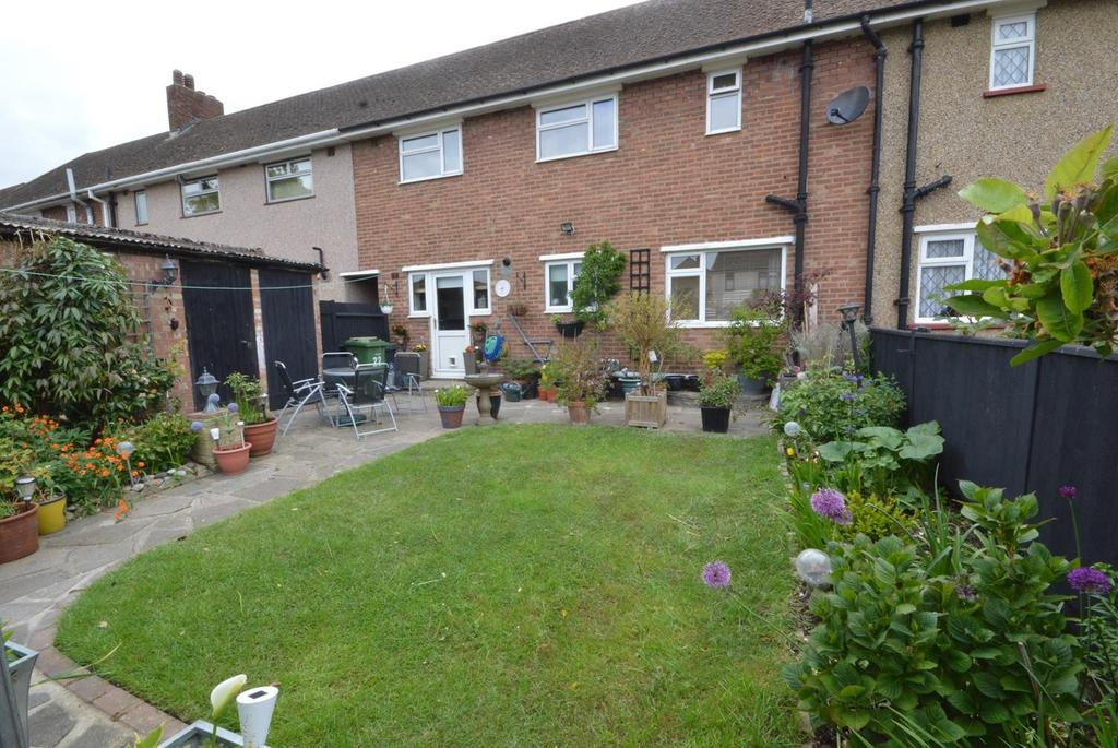 3 Bedrooms Terraced House for sale in Victory Way, Romford, RM7