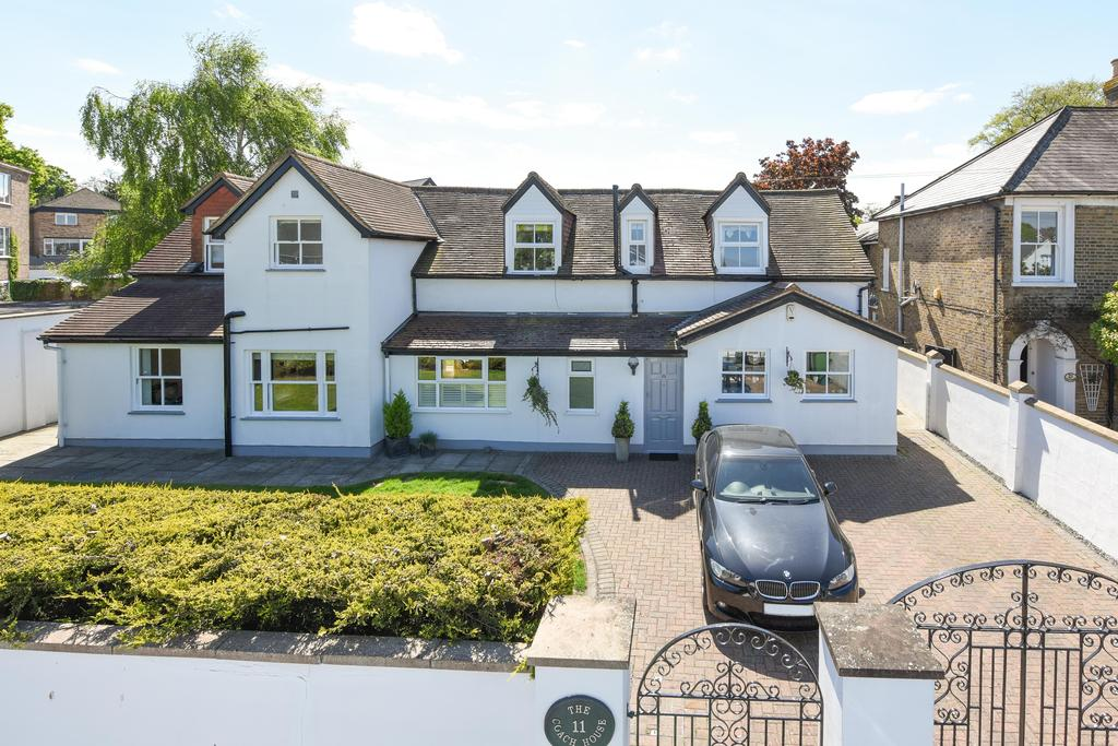 3 Bedrooms Detached House for sale in Princes Road, Weybridge, Surrey, KT13