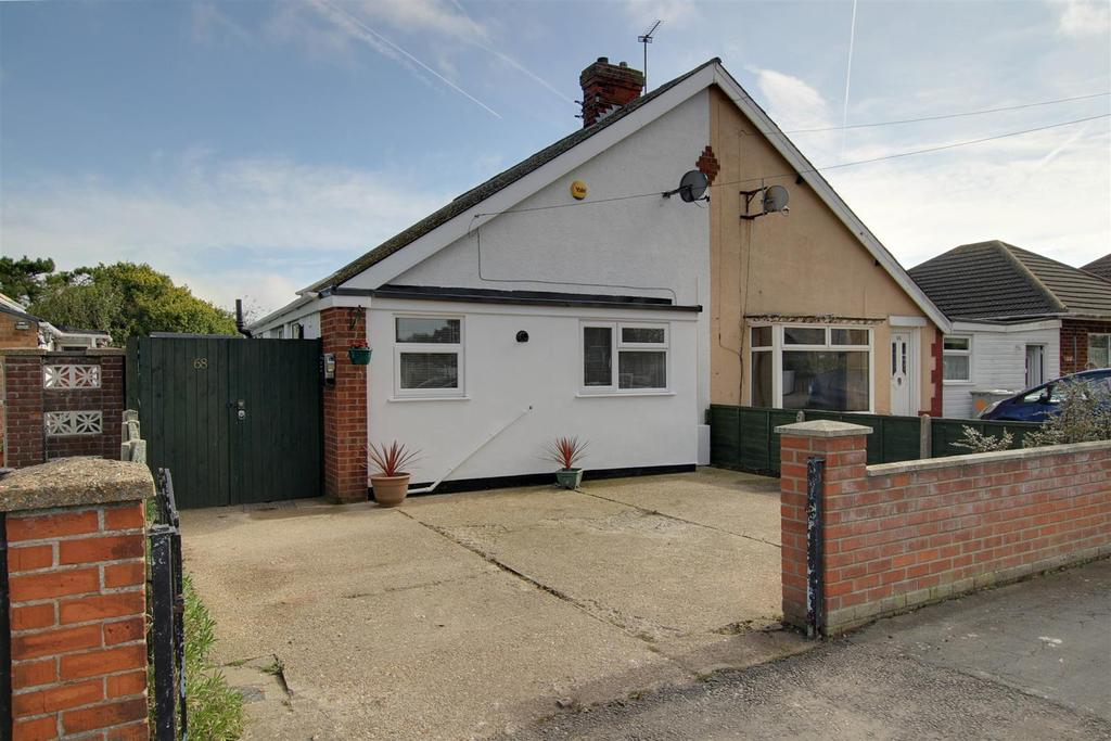 3 Bedrooms Semi Detached Bungalow for sale in 68 Waterloo Road, Mablethorpe