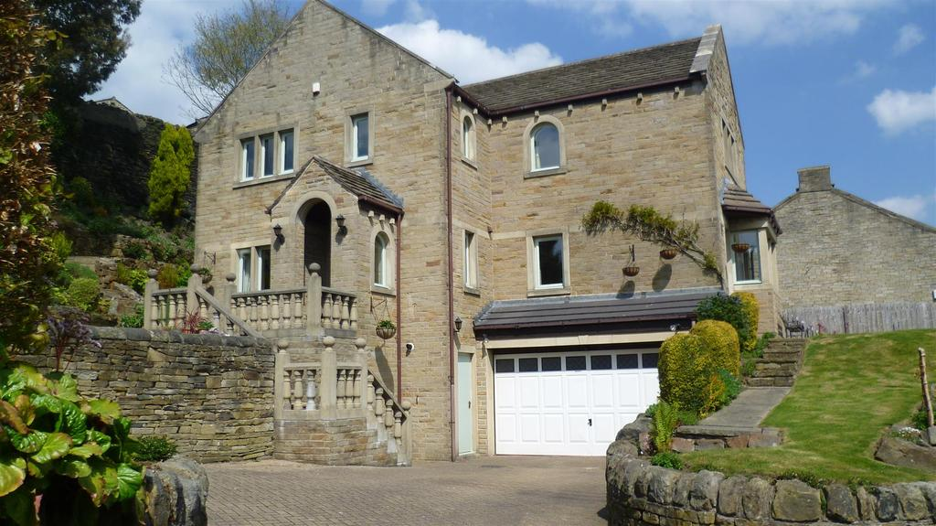 4 Bedrooms Detached House for sale in Spring Lane, Greetland, Halifax