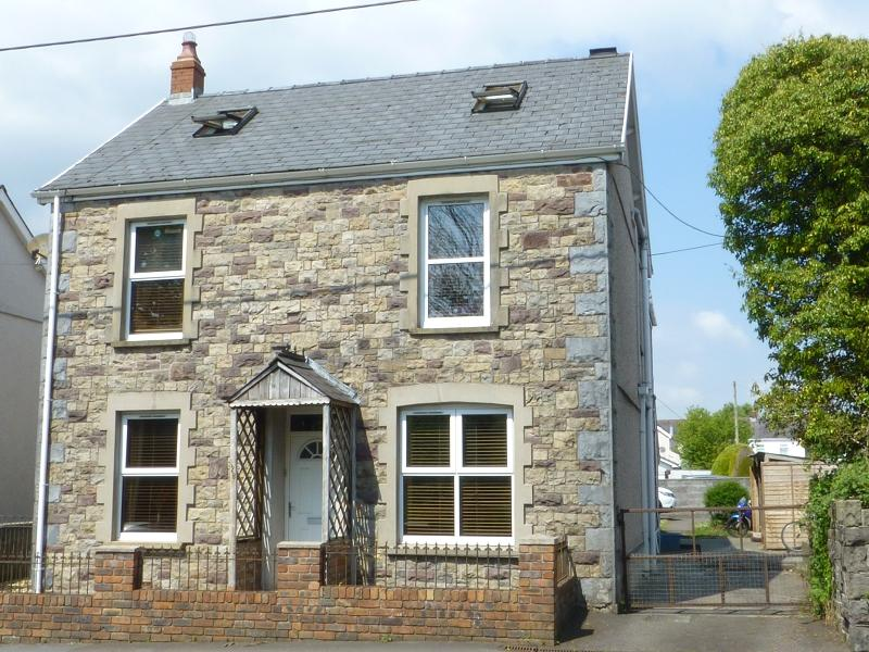 4 Bedrooms Detached House for sale in High Street, Ammanford, Carmarthenshire.