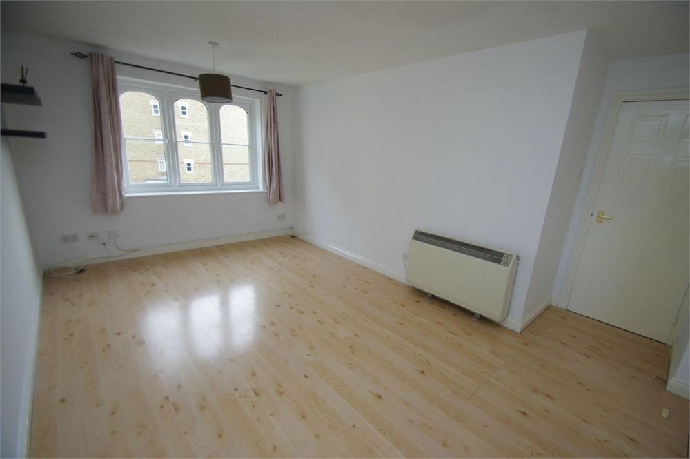 2 Bedrooms Flat for sale in Lancing House, Hallam Close, WATFORD, Hertfordshire