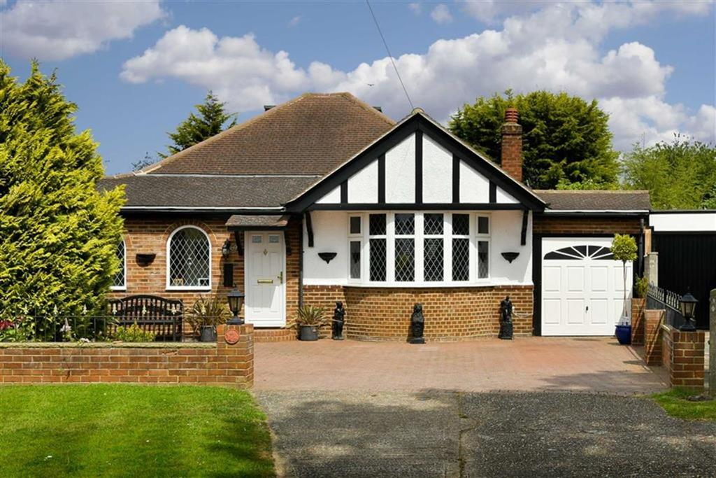 3 Bedrooms Detached Bungalow for sale in Firswood Avenue, Ewell, Surrey