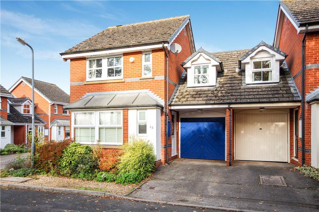 3 Bedrooms Semi Detached House for sale in Ascot Close, Stratford-upon-Avon, Warwickshire, CV37