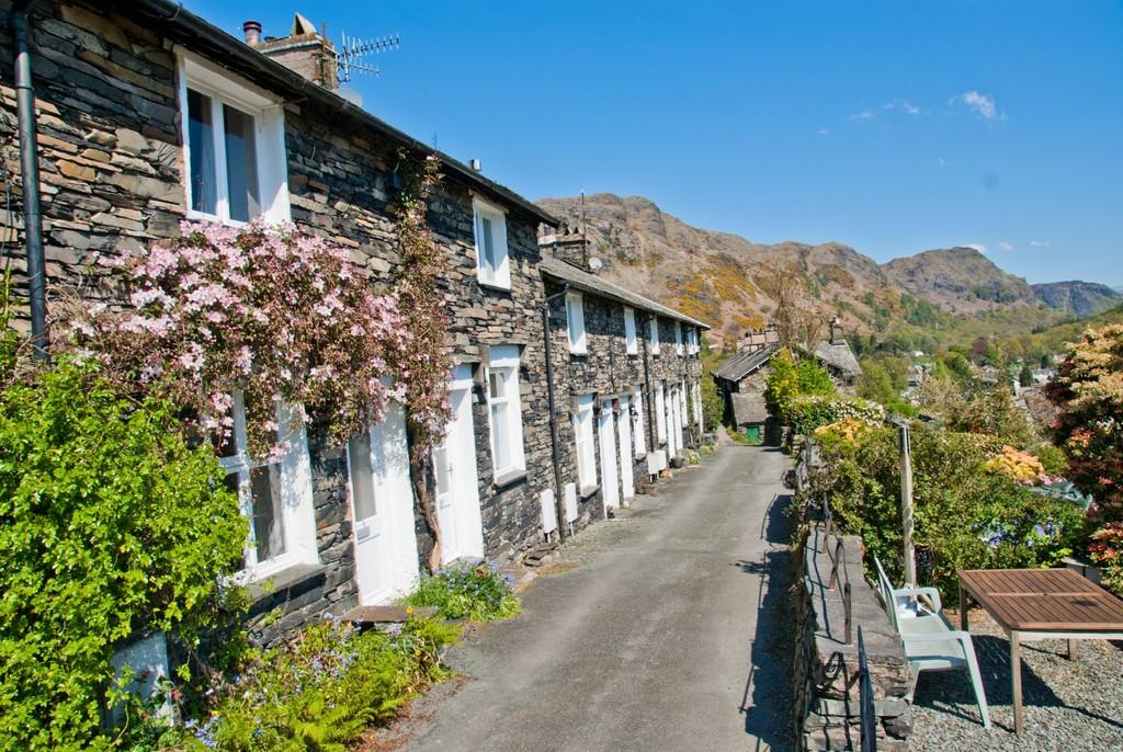 2 Bedrooms Terraced House for sale in Days Bank, Coniston