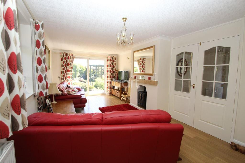 2 Bedrooms Bungalow for sale in Padgate Close. Scraptoft, Leicester