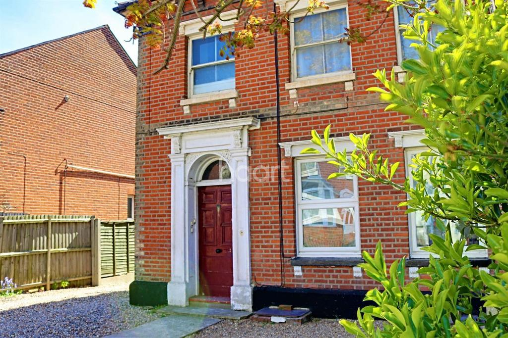 2 Bedrooms Flat for sale in Colchester Town
