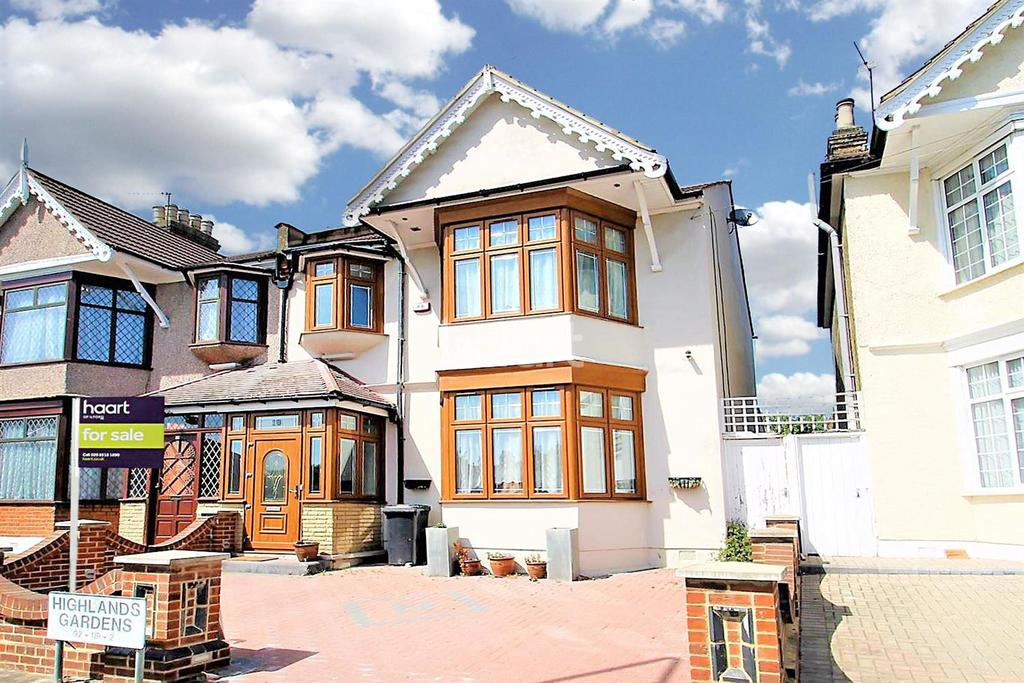 5 Bedrooms End Of Terrace House for sale in Highlands Gardens, Ilford, Essex