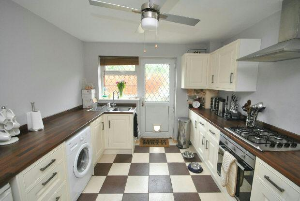 3 Bedrooms Terraced House for sale in Hawerby Road, Laceby, GRIMSBY