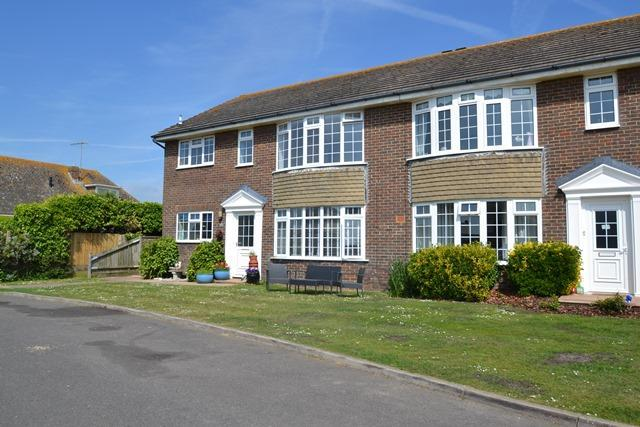 2 Bedrooms Flat for sale in Ferring Marine, Ferring, West Sussex, BN12 5PP