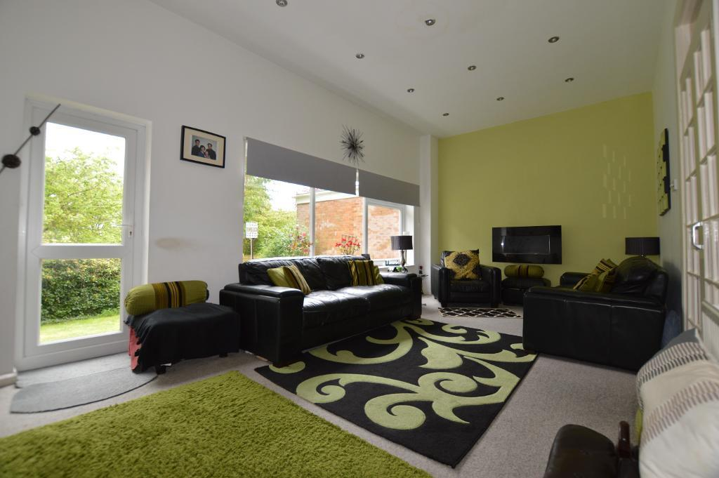 4 Bedrooms Detached House for sale in Chartwell Drive, Luton, Bedfordshire, LU2 7JD