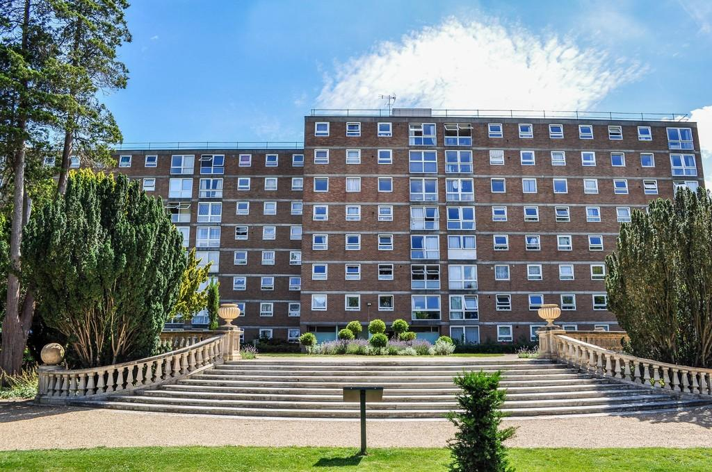 2 Bedrooms Flat for sale in Milton Mount, Pound Hill