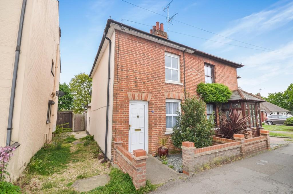 2 Bedrooms Semi Detached House for sale in Mill Road, Mile End, Colchester