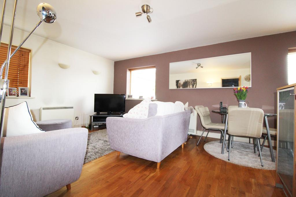 2 Bedrooms Ground Flat for sale in Henke Court, Atlantic Wharf
