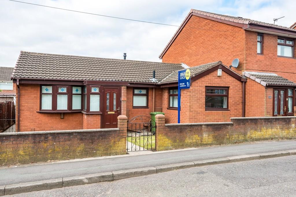 2 Bedrooms Semi Detached Bungalow for sale in Elephant Lane, St. Helens