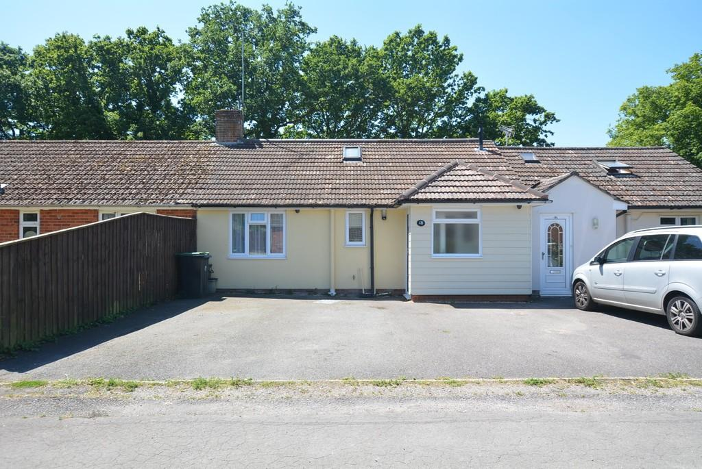 4 Bedrooms Chalet House for sale in Canford Bottom, Wimborne