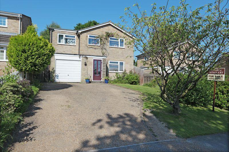 4 Bedrooms Detached House for sale in Chequers Way, Crowborough, East Sussex