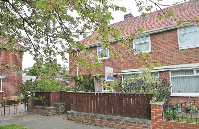 3 Bedrooms Semi Detached House for sale in Pemberton Crescent, Beechwood