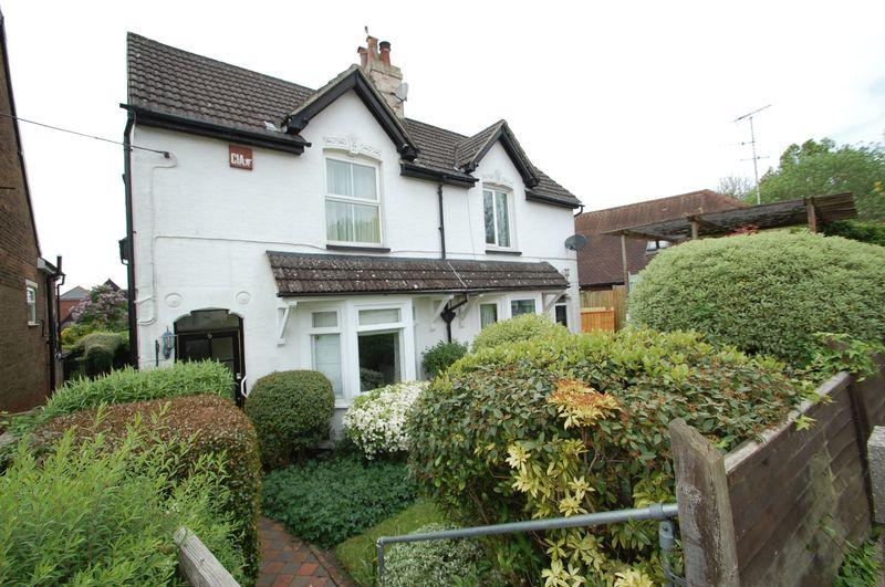 2 Bedrooms Semi Detached House for sale in Tilmore Road, Petersfield