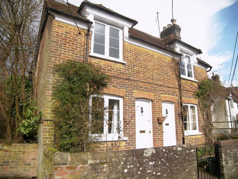 2 Bedrooms Semi Detached House for rent in High Street, Buriton.