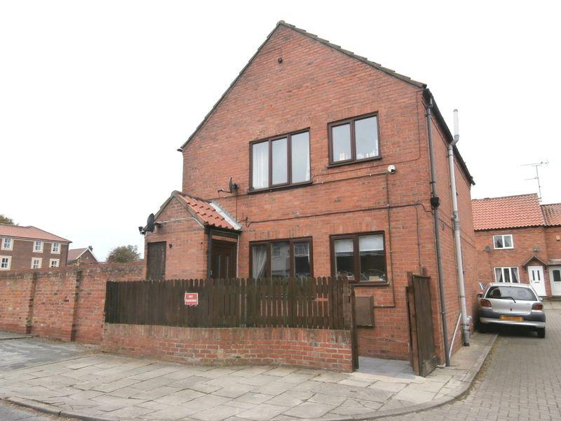 2 Bedrooms Apartment Flat for sale in St Augustines Court, Hedon