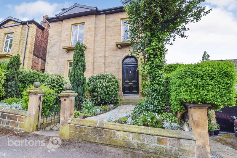 3 Bedrooms Detached House for sale in Clifton Bank, Rotherham