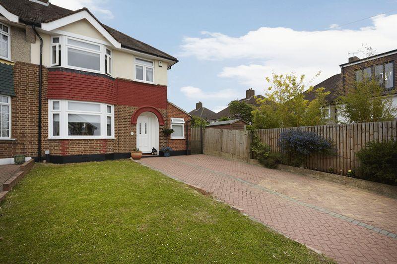3 Bedrooms Semi Detached House for sale in Glenbarr Close, Eltham Park SE9