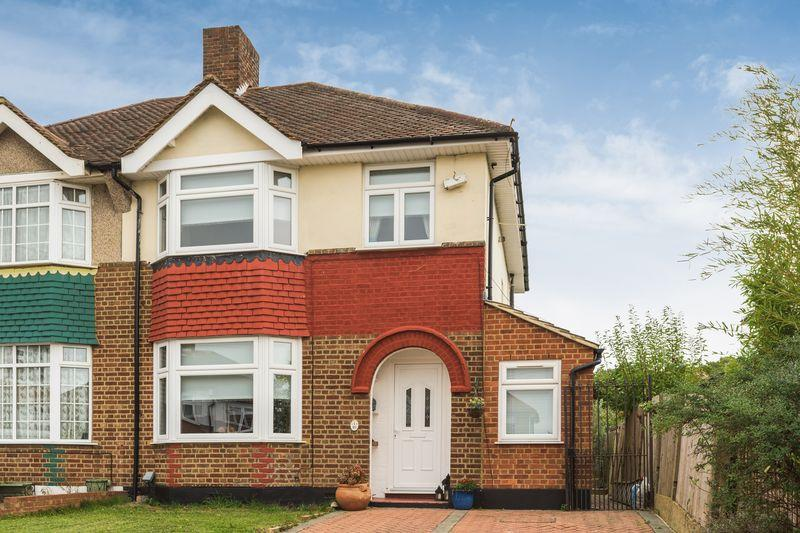 3 Bedrooms Semi Detached House for sale in Glenbarr Close, Eltham Park SE9