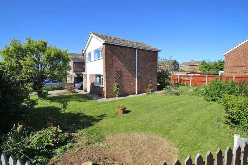 3 Bedrooms Semi Detached House for sale in LEYDEN CLOSE, IMMINGHAM
