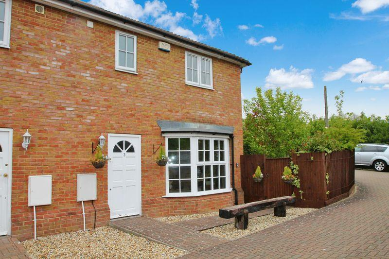 3 Bedrooms Semi Detached House for sale in Dixwell Place, Dover Road, Barham