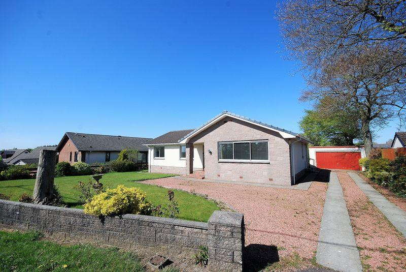 3 Bedrooms Detached Bungalow for sale in 2 Barony Road, Auchinleck, KA18 2LL