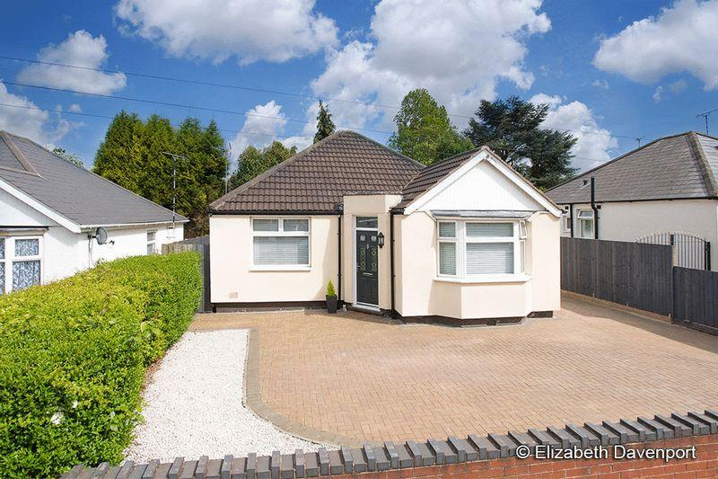 3 Bedrooms Detached Bungalow for sale in St Lukes Road, Holbrooks, Coventry