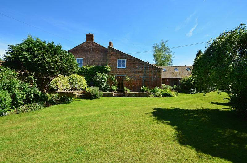 5 Bedrooms Detached House for sale in High Street, Tetsworth