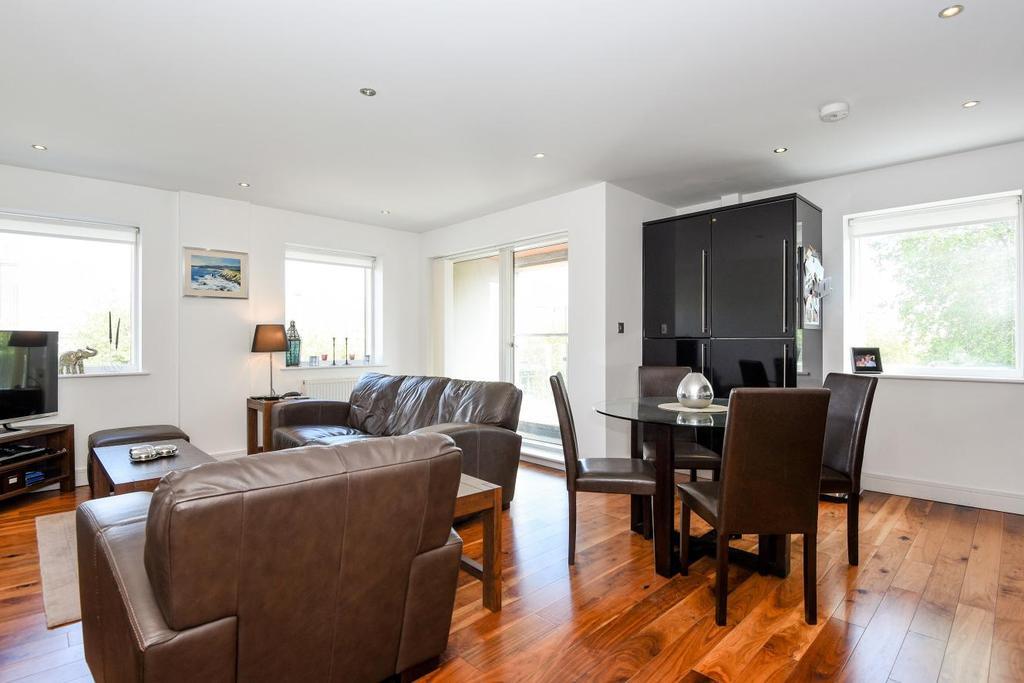 2 Bedrooms Flat for sale in Haydons Road, Wimbledon