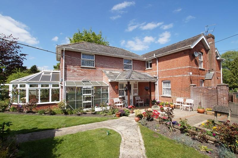 4 Bedrooms Detached House for sale in Durweston, Blandford Forum