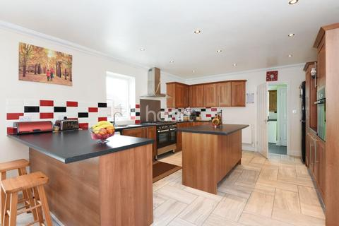 6 bedroom detached house for sale - Wroxham Road, Norwich