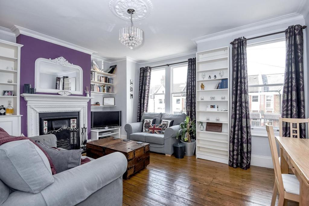 3 Bedrooms Flat for sale in Honeybrook Road, Balham, SW12