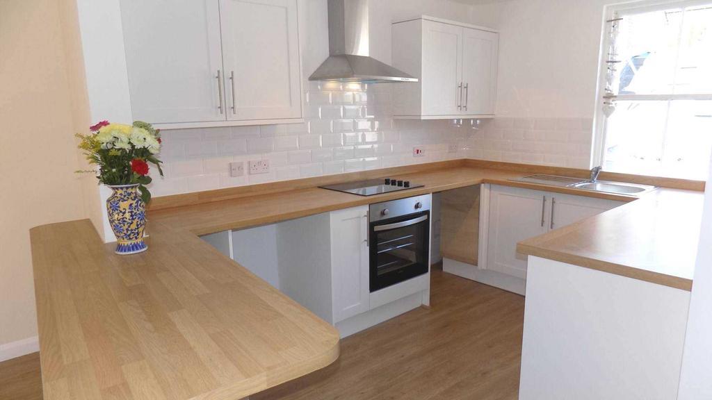 2 Bedrooms Flat for sale in West Street, Millbrook