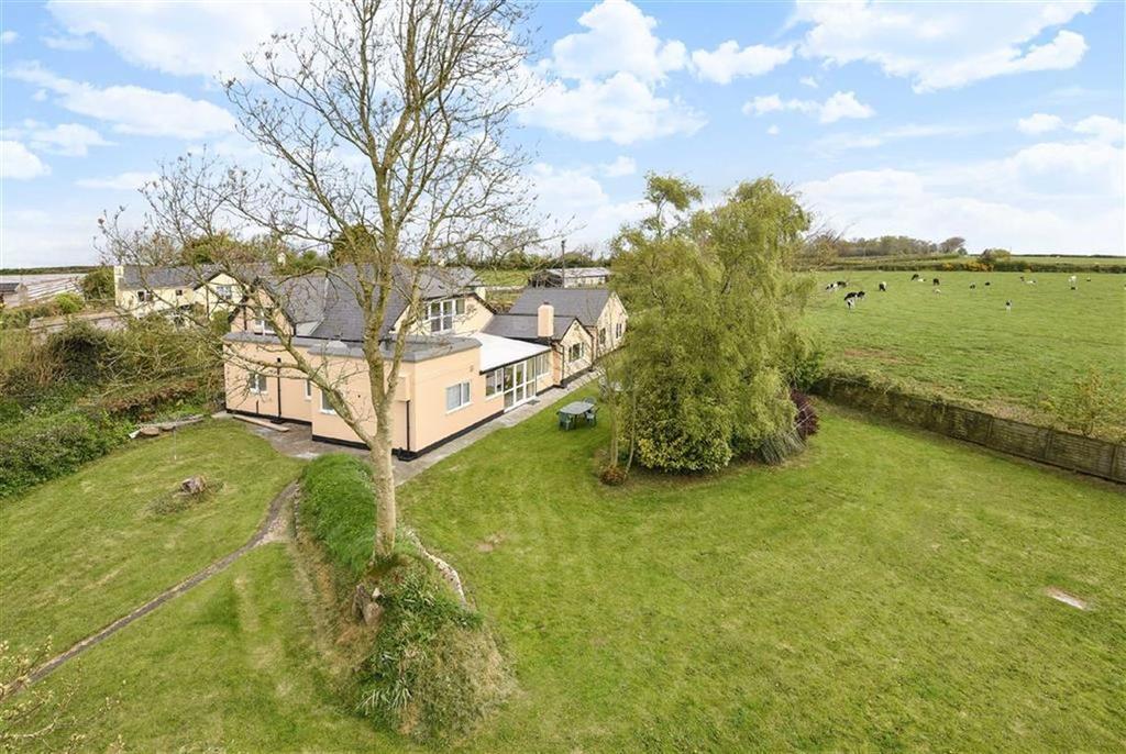 5 Bedrooms Detached House for sale in Five Lane End, Little Torrington, Torrington, Devon, EX38