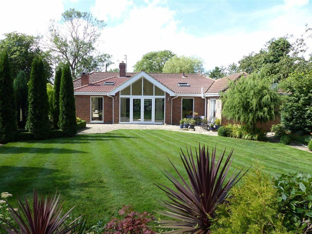 5 Bedrooms Detached Bungalow for sale in HUMBERSTON AVENUE, HUMBERSTON, North East Lincolnshire